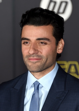 """HOLLYWOOD, CA - DECEMBER 14: Actor Oscar Isaac attends the premiere of Walt Disney Pictures and Lucasfilm's """"Star Wars: The Force Awakens"""" at the Dolby Theatre on December 14, 2015 in Hollywood, California. (Photo by Ethan Miller/Getty Images)"""